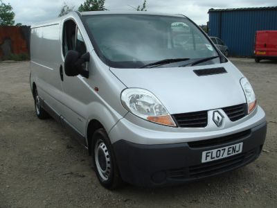 Renault Trafic 2.0 LL29dCi 115 Van Commercial Diesel SilverRenault Trafic 2.0 LL29dCi 115 Van Commercial Diesel Silver at Chequered Flag GB LTD Leeds