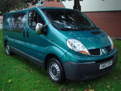 Renault Trafic 2.0 LL29dCi 115 Crew Van Commercial Diesel GreenRenault Trafic 2.0 LL29dCi 115 Crew Van Commercial Diesel Green at Chequered Flag GB LTD Leeds