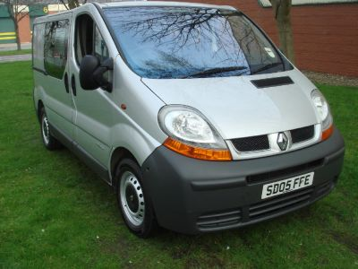 Renault Trafic 1.9 SL29dCi 100+ Crew Van Commercial Diesel SilverRenault Trafic 1.9 SL29dCi 100+ Crew Van Commercial Diesel Silver at Chequered Flag GB LTD Leeds
